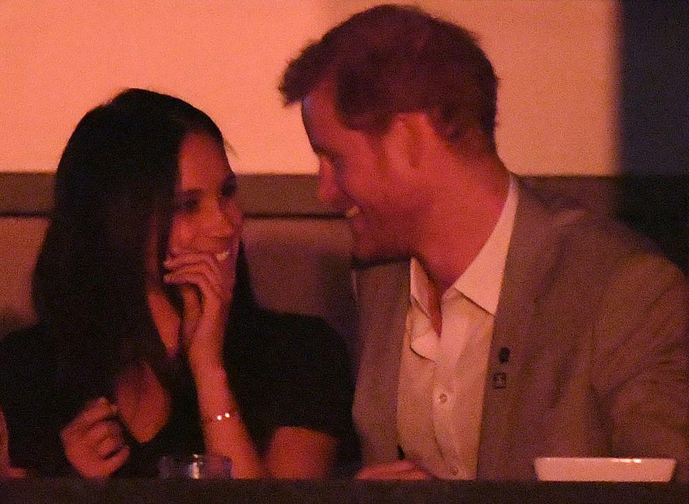 La pareja se mostró cómplice y cariñosa en la ceremonia de cierre...