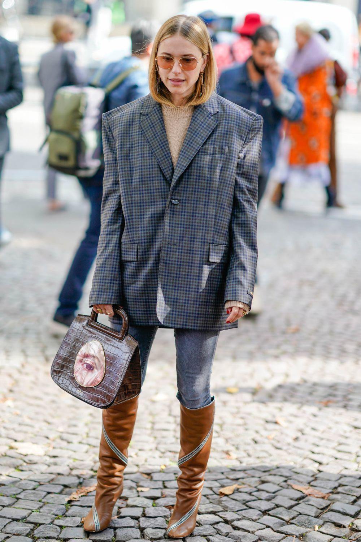 Una blazer XXL de cuadros es la prenda más buscada.