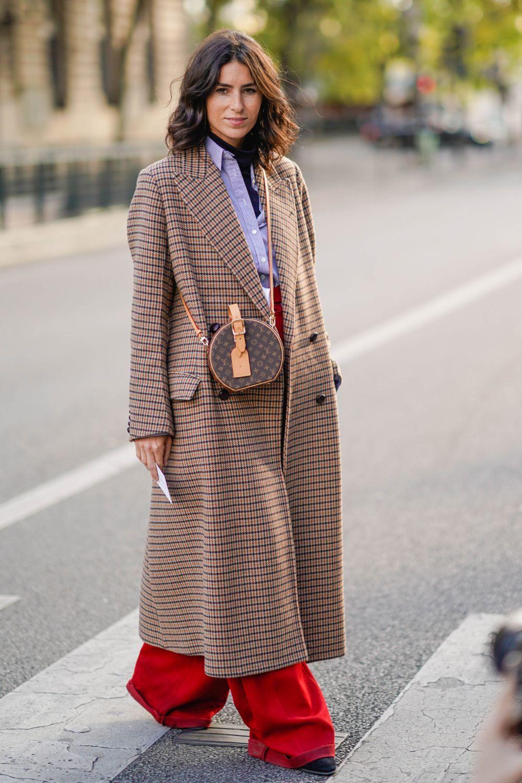 Cuadros en un abrigo oversize
