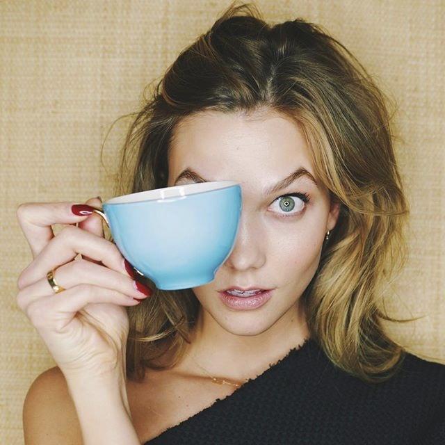 Karlie Kloss, té.