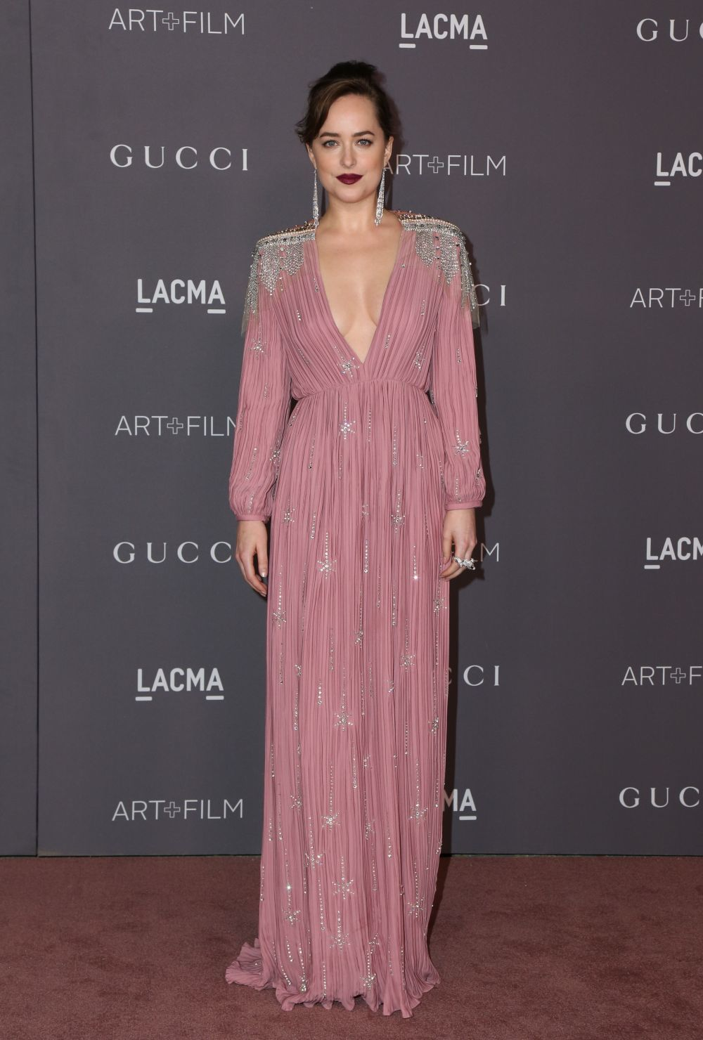 Dakota Johnson, embajadora de Gucci y musa de la firma, asistió al...