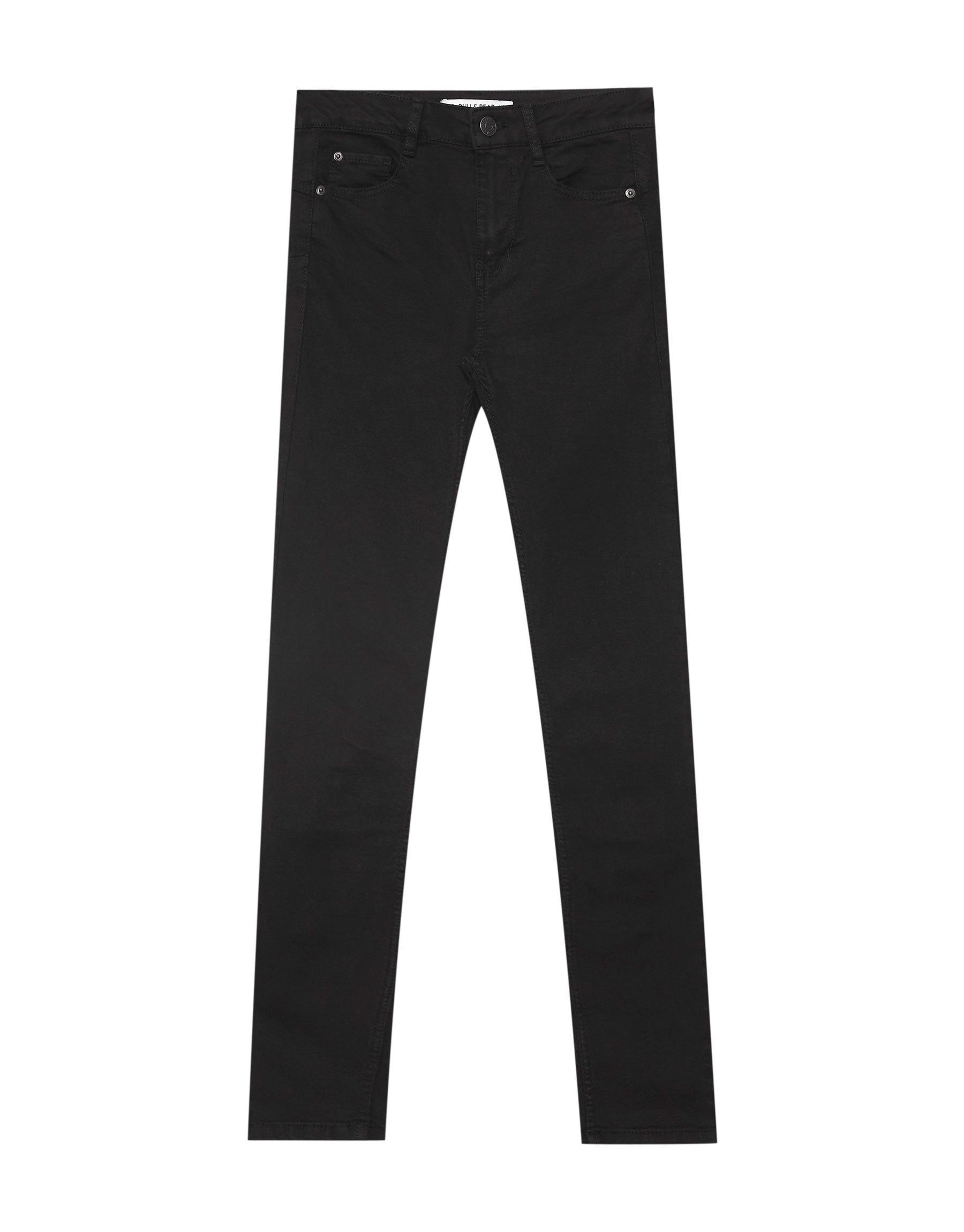 Pantalón de Pull & Bear (17,99 euros).