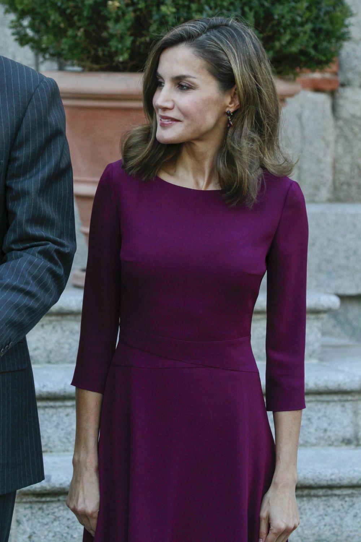 Letizia con un vestido magenta de Hugo Boss
