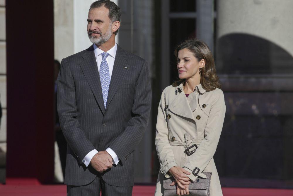 La reina Letizia y el rey Felipe VI han recibido en el Palacio Real al...