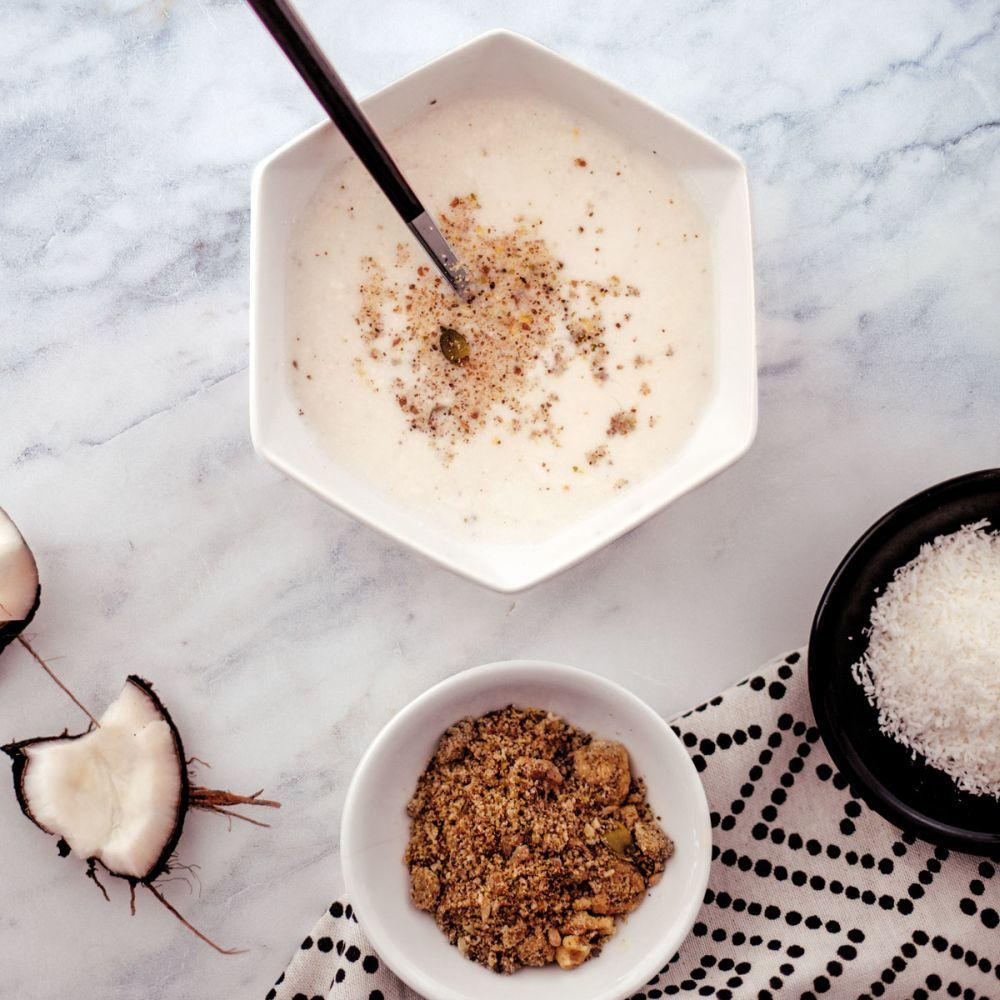 Sopa detox con semillas y leche de coco