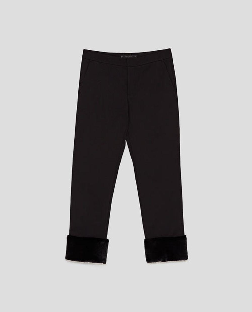 Pantalón con detalle de pelo de Zara (29,95 euros)