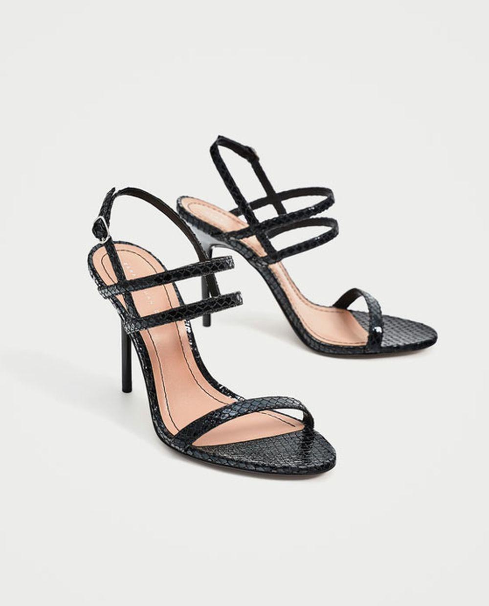Sandalias de tacón de Zara (29,95 euros)