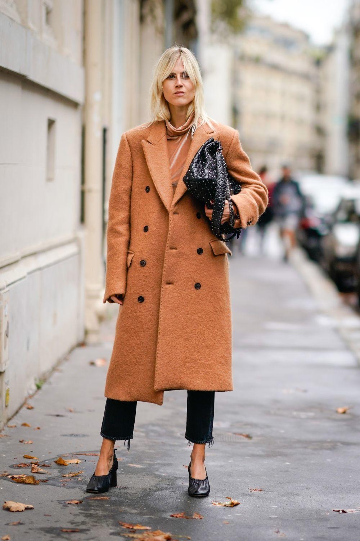 El abrigo camel, un clásico que siempre funciona.