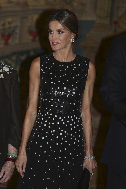 Doña Letizia con un vestido de Carolina Herrera.