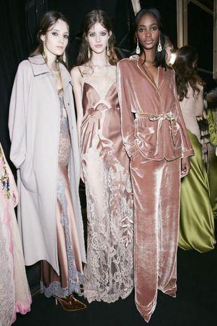 Te traemos 20 vestidos de terciopelo para la perfecta invitada.