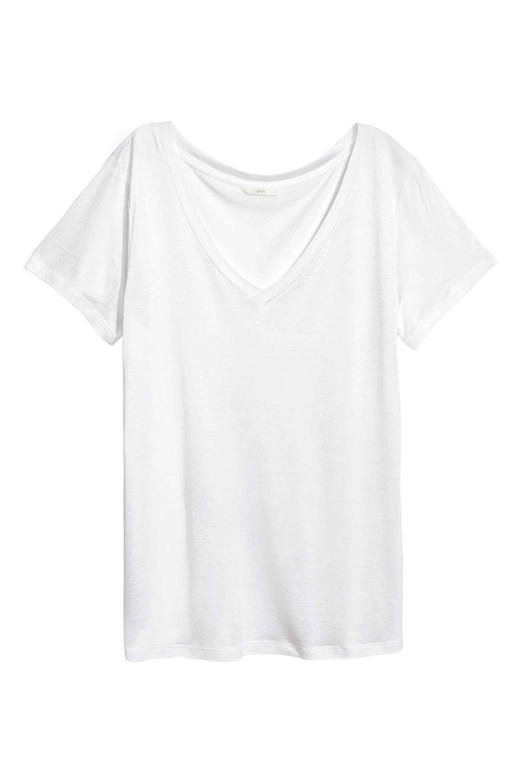 Camiseta de pico blanca de H&M (9,99 euros)