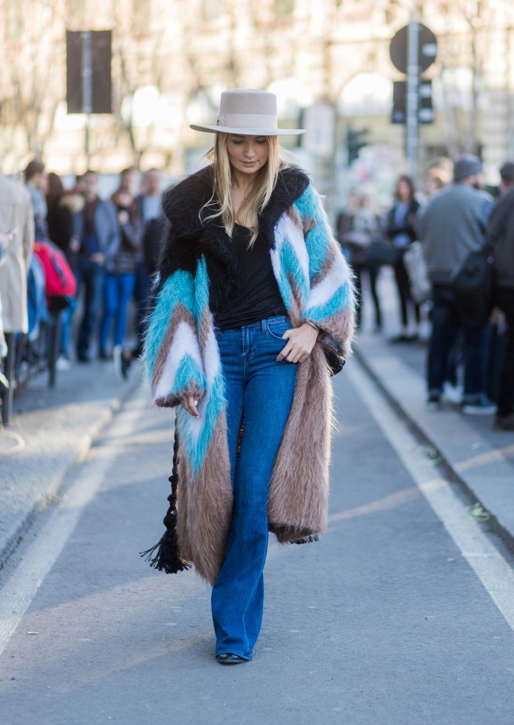 Los jeans son el compañero perfecto de estos abrigos.