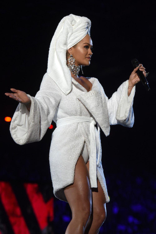Rita Ora presenta los MTV Europe Musica Awards la noche del domingo en...