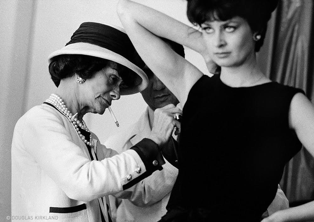 Chanel trabajando en su taller.