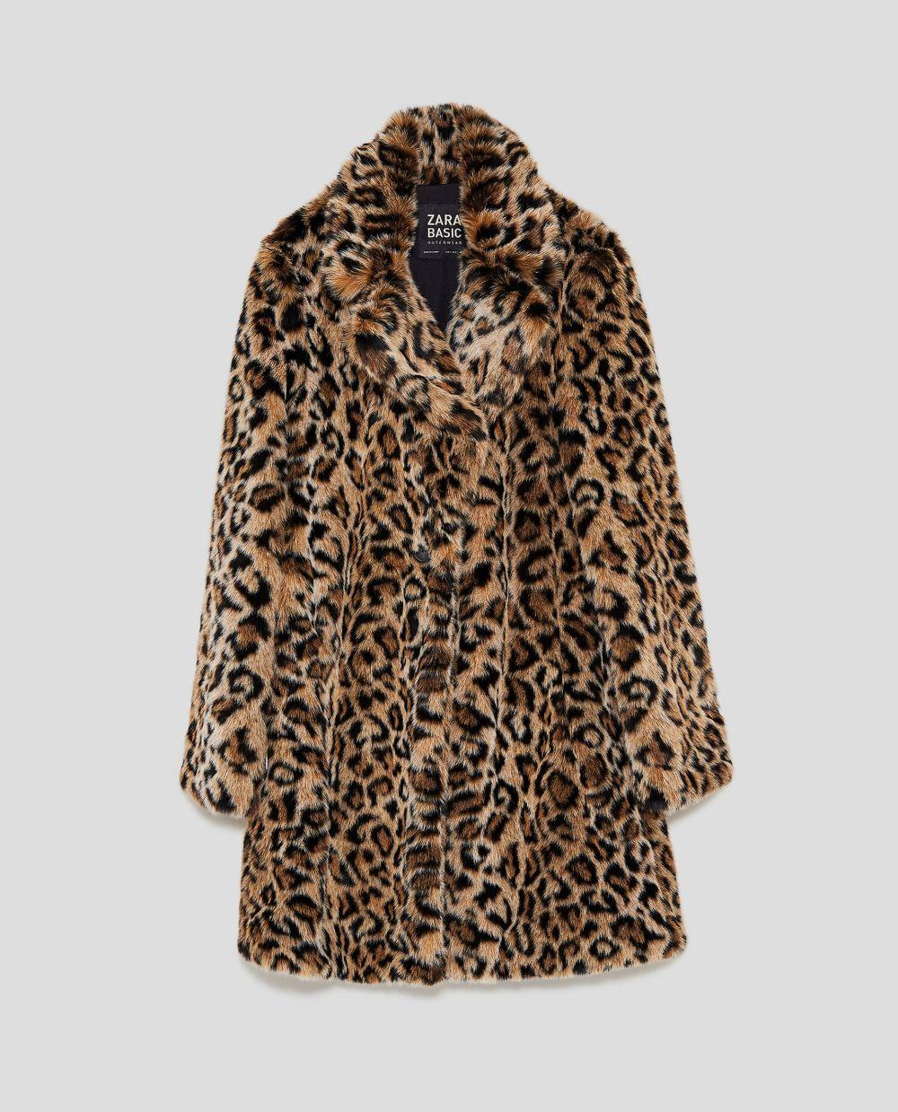 Abrigo efecto pelo de Zara(69,95 euros)