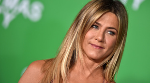 Jennifer Aniston presume de belleza effortless y melena impecable.