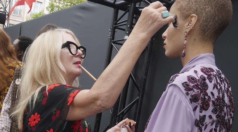 Val Garland en el desfile de L'Oréal Paris de moda y belleza en los...