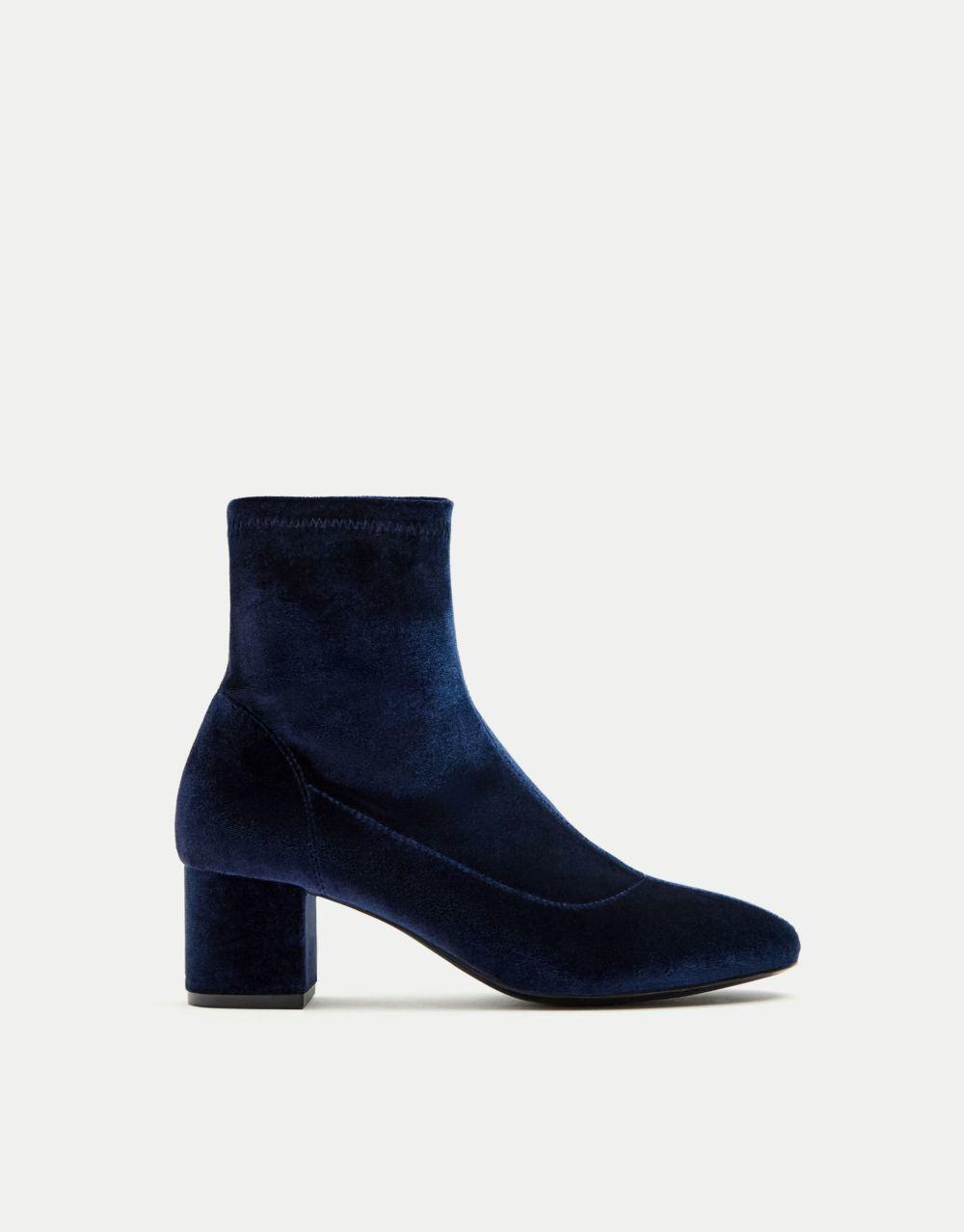 Botín calcetín de terciopelo de Pull&Bear (29,99 euros)