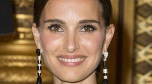 Natalie Portman tiene unas cejas rectas, que nunca depila en exceso.