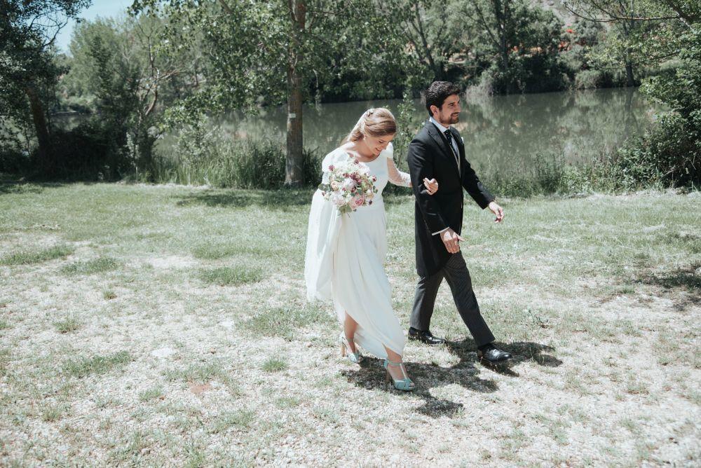 Elena y Guillermo se casaron en una boda llena de flores celebrada en...