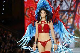 Kendall Jenner en el desfile de Victoria's Secret en 2016