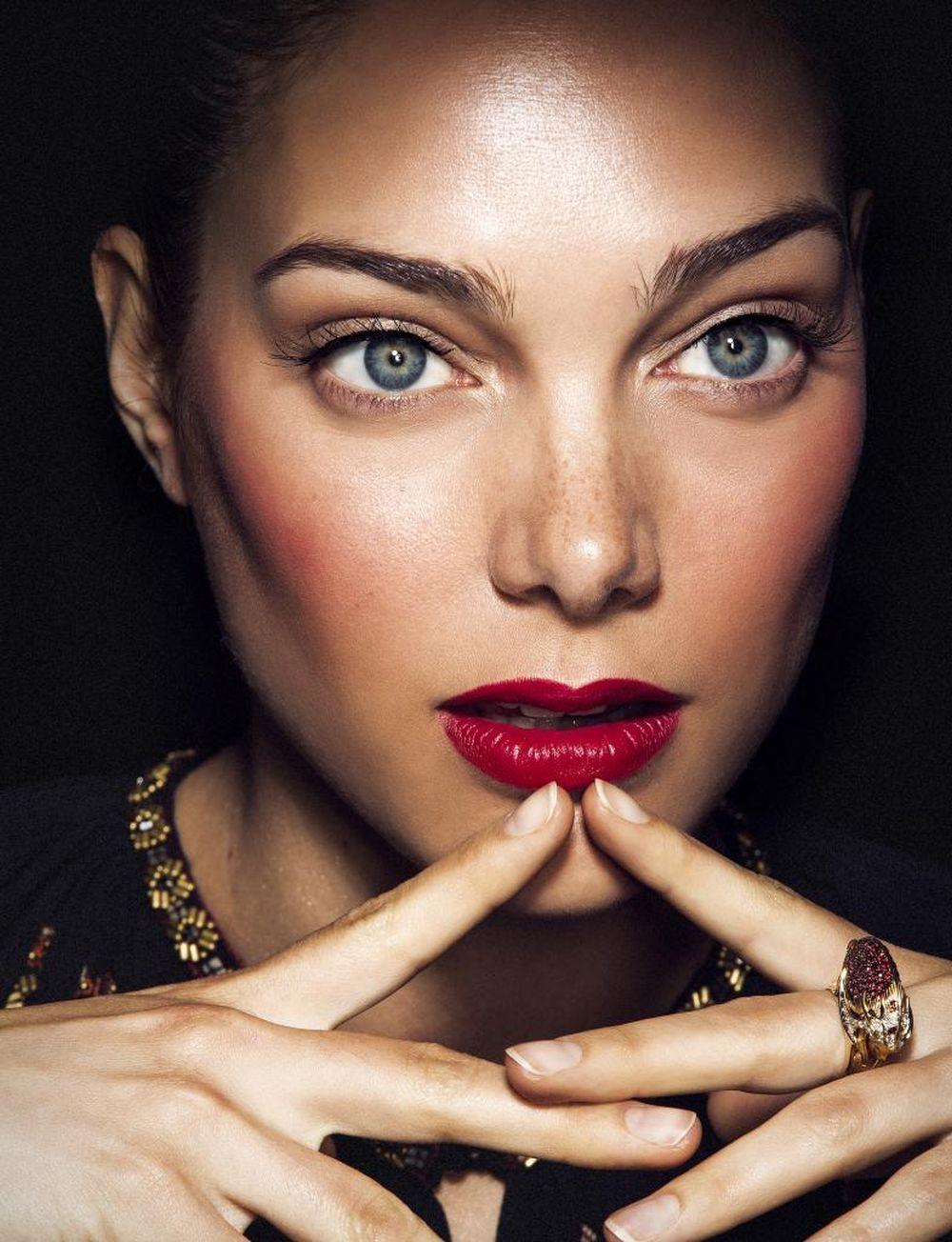 Maquillaje labios color cereza