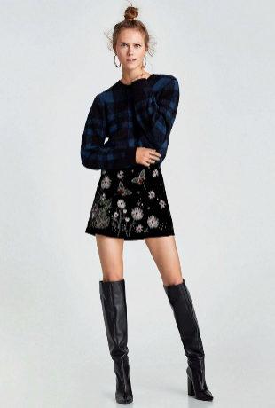 La falda de terciopelo bordada