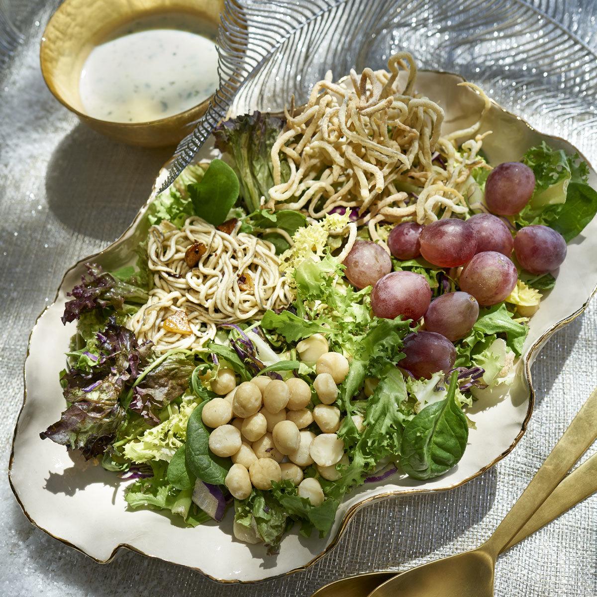 Ensalada verde con vinagreta de kéfir y lima
