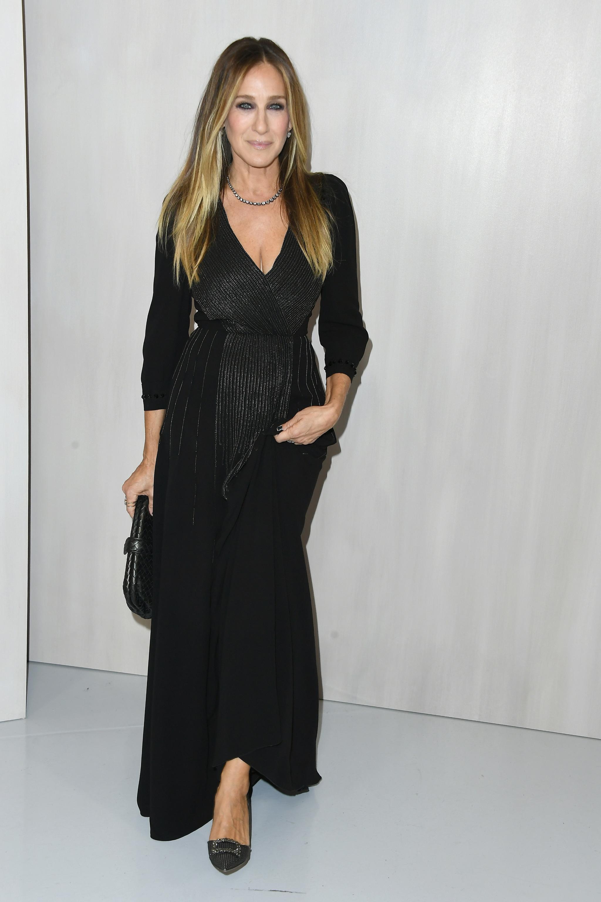 Sarah Jessica Parker con un vestido negro.