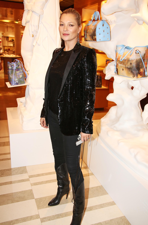 Kate Moss con blazer de lentejuelas.