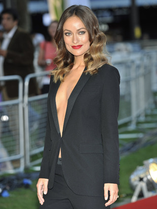 La actriz Olivia Wilde demuestra que un esmoquin negro puede ser la...