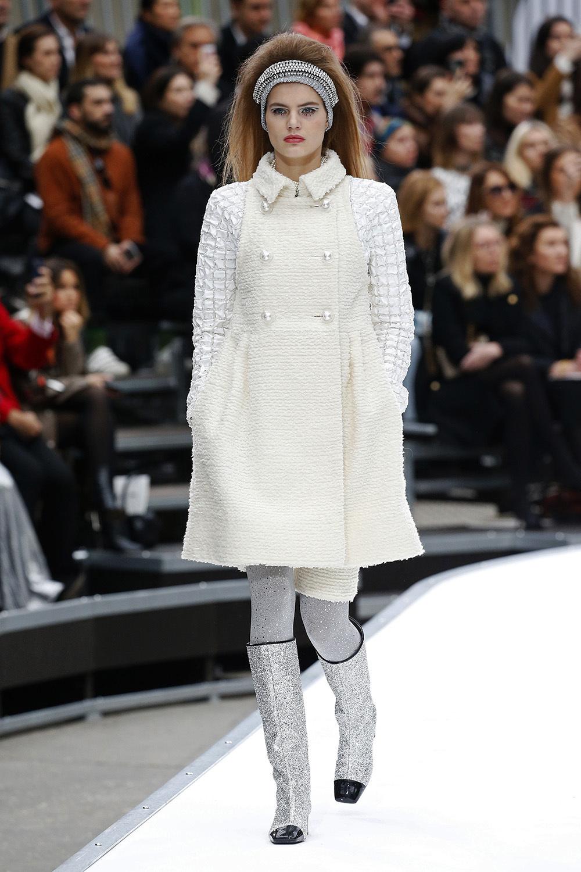 El look 33 de la colección Otoño-Invierno 2017/2018 de Chanel.