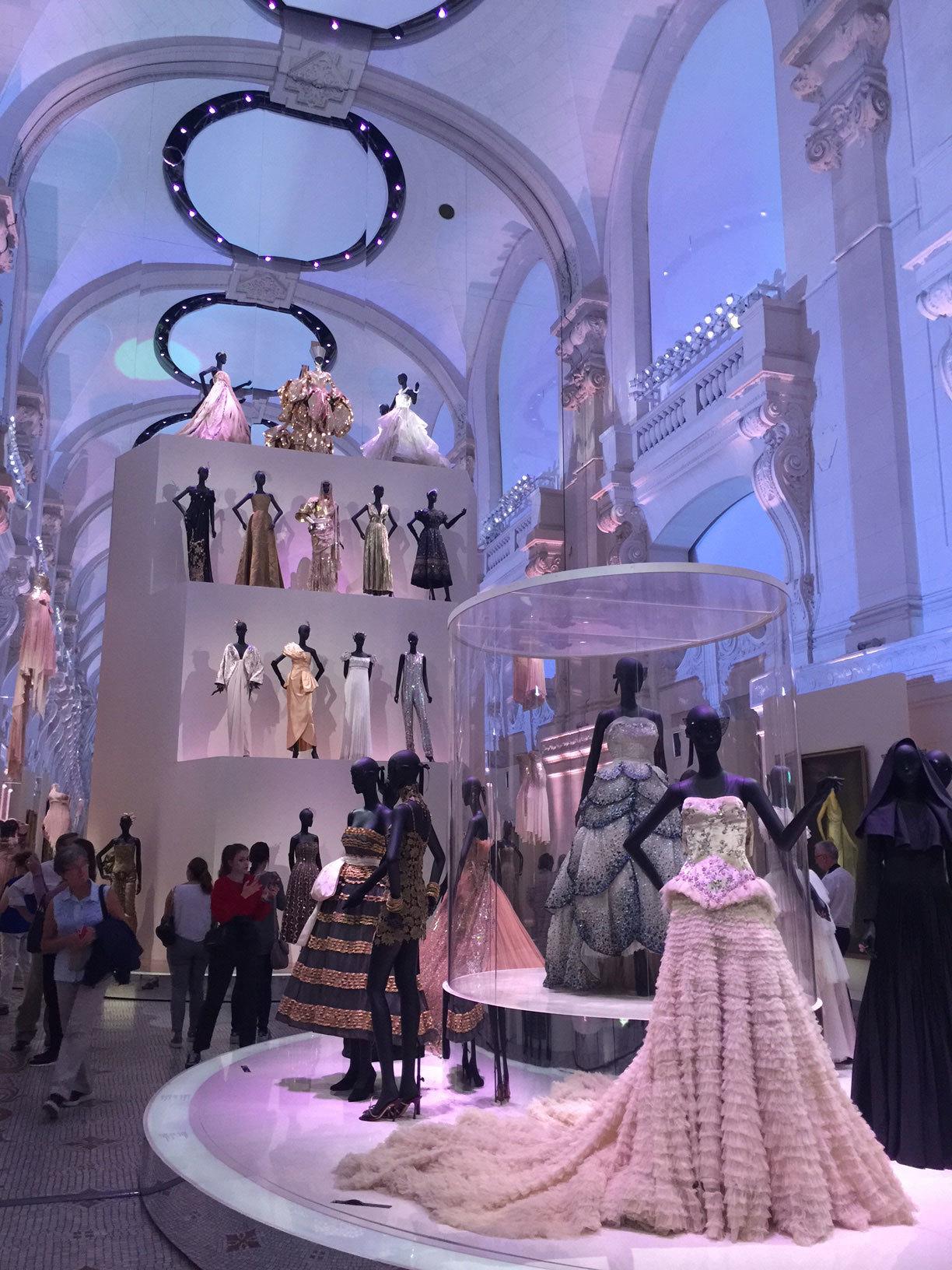 Exposición de Dior en el Musée des Arts Décoratifs.