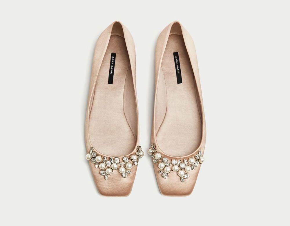 Bailarina raso joyas, de Zara (15.99 euros)