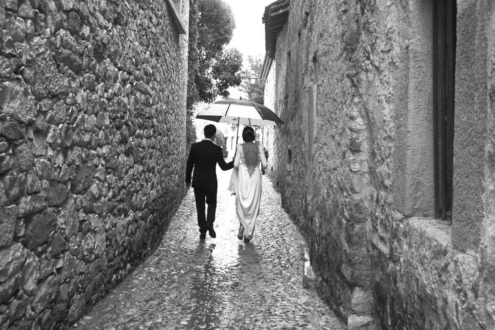 Sandra y Fernando se casaron en una boda de inspiración rústica y...