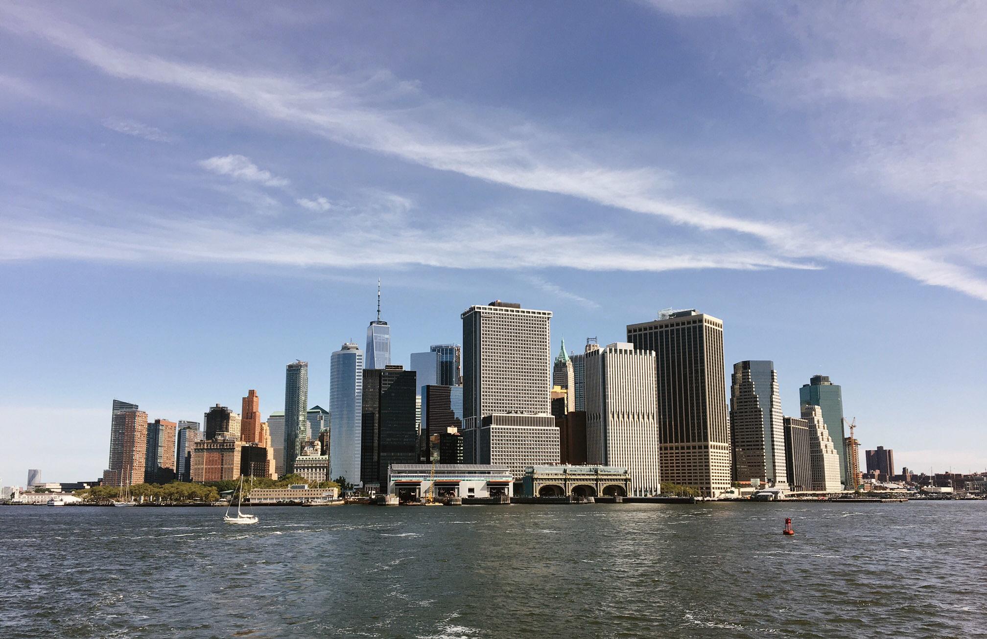 La vista completa de Manhattan es espectacular desde la popa del...