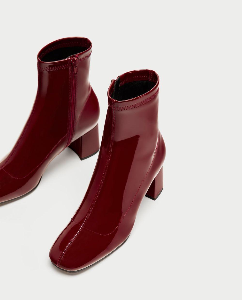 Botas de charol rojas de Zara (29,95 euros)