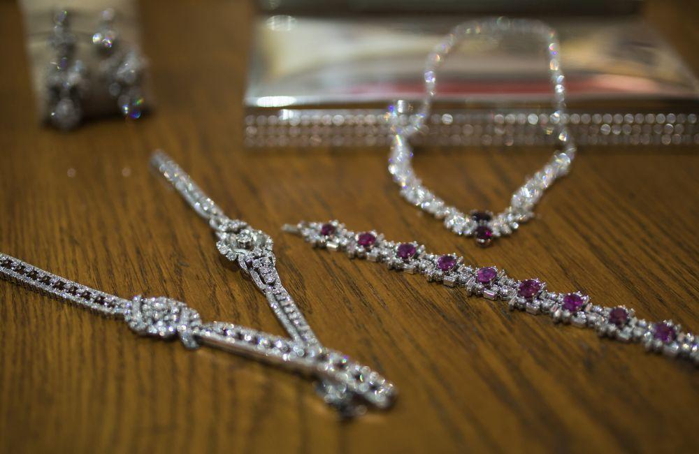 Selección de joyas antiguas que saldrán a subasta el día 16 de...