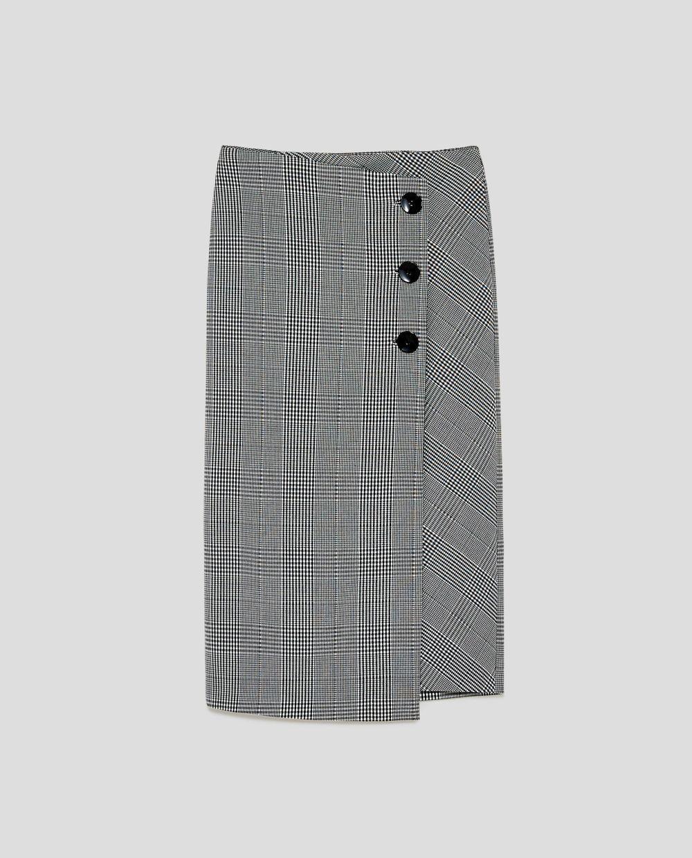 Falda de cuadros de Zara (29,95 euros)