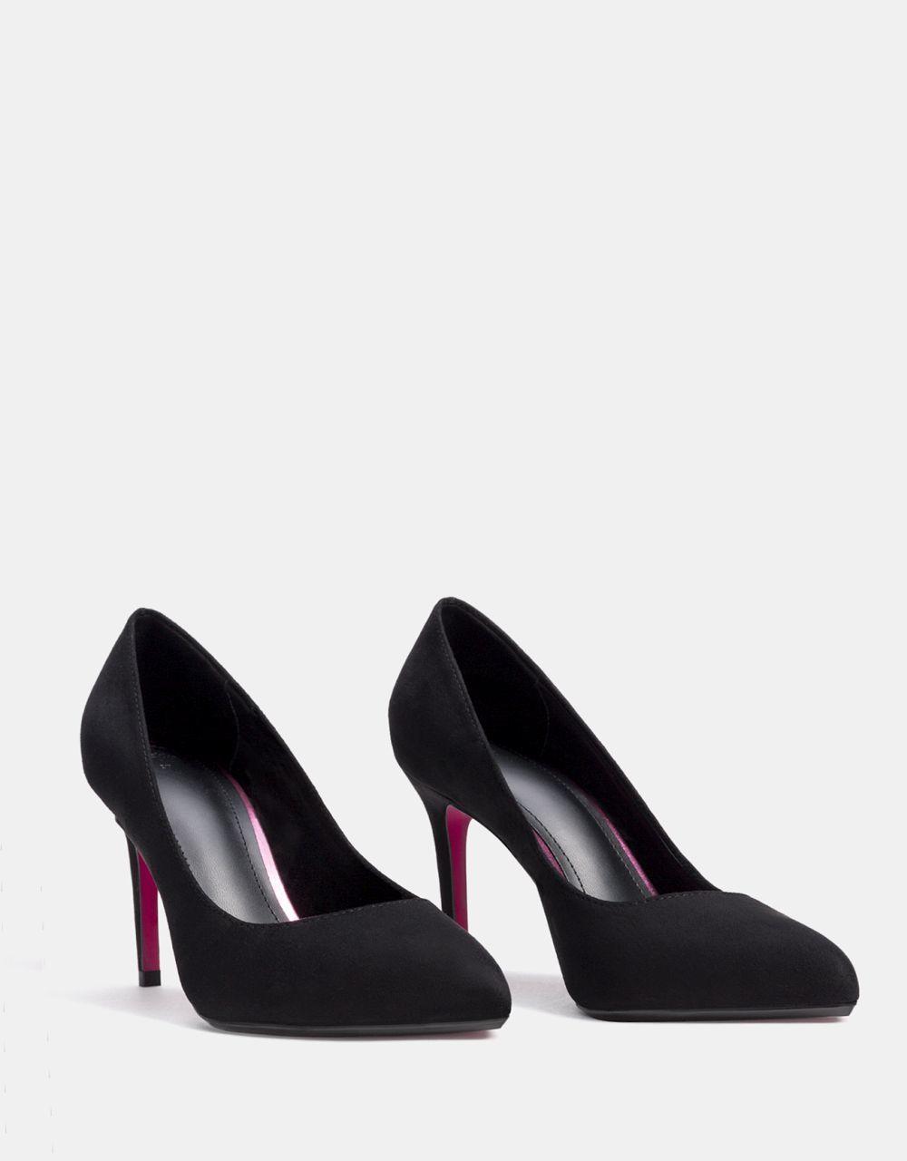 Zapatos de salón de Bershka (19,99 euros)