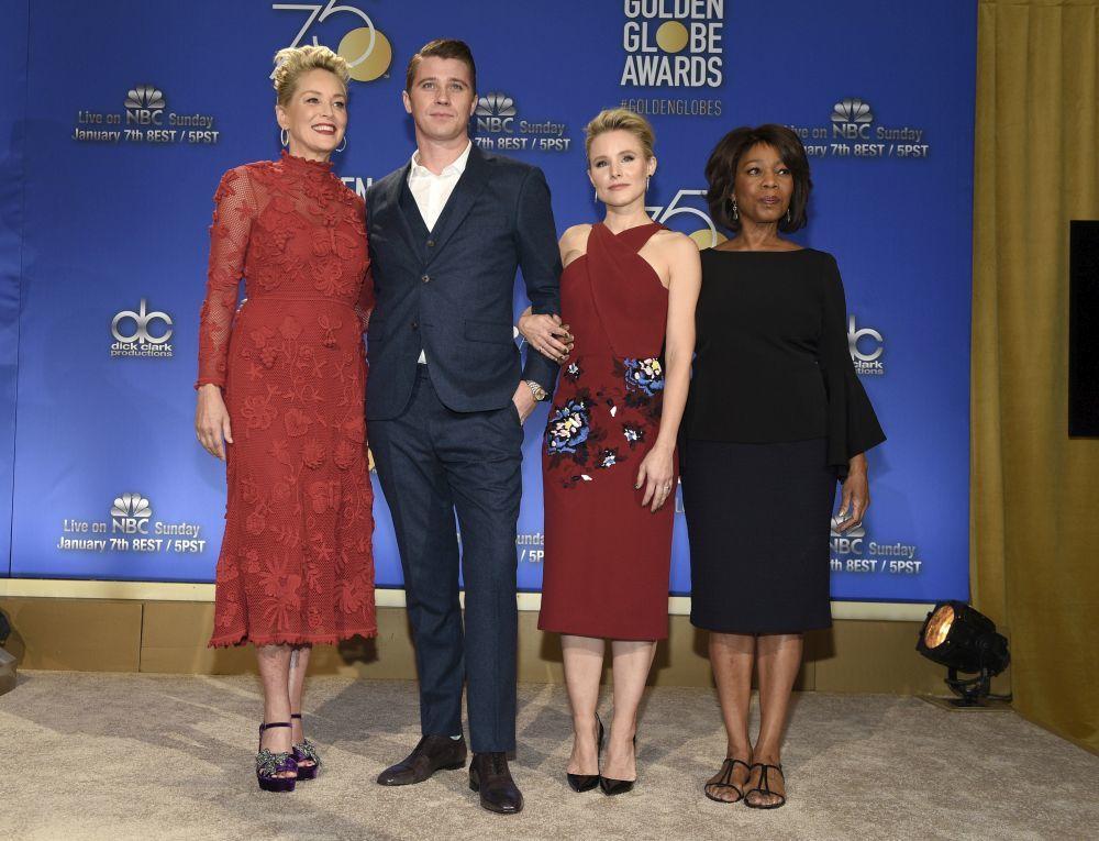 Sharon Stone, Alfre Woodard, Garrett Hedlund y Kristen Bell durante la...