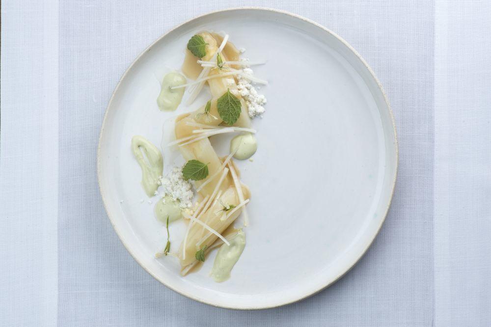 Uno de los platos de verduras, con espárragos de Navarra.