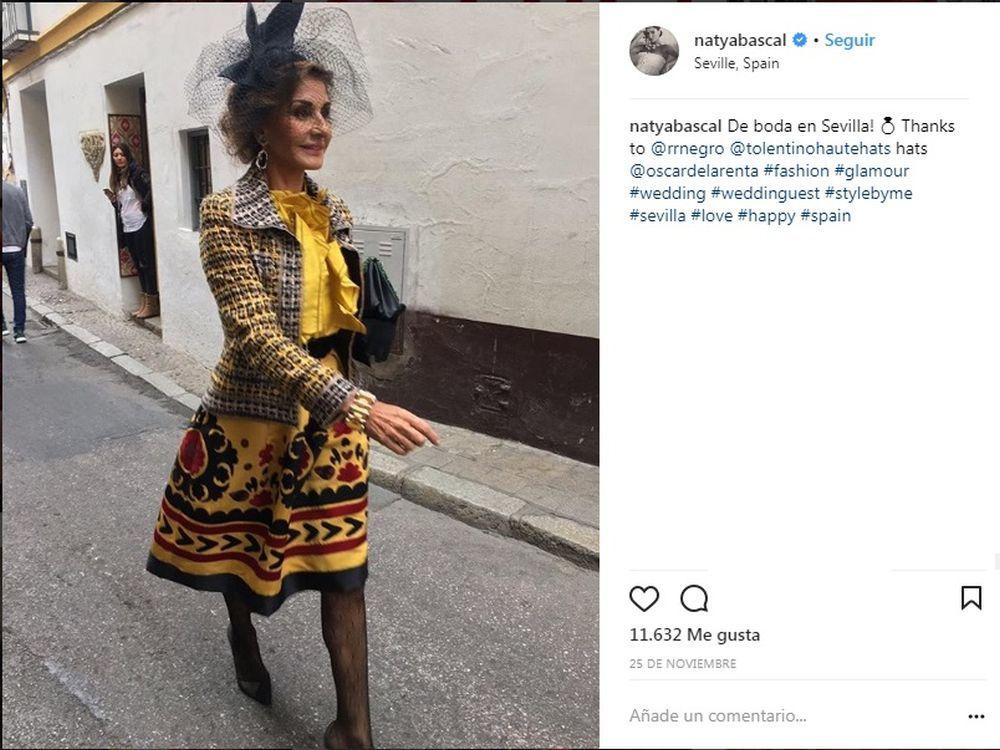 Naty Abascal en una boda en Sevilla con un look de Óscar de la Renta.