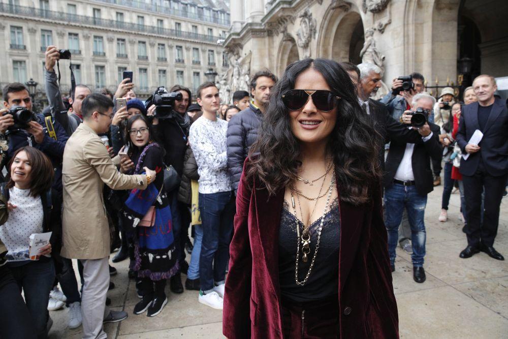 La actriz Salma Hayek en la Fashion Week de París
