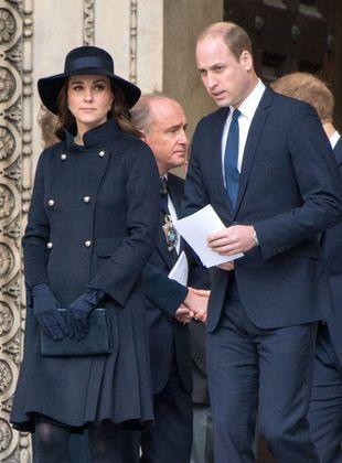 Kate Middleton junto al Príncipe Carlos en servicio religioso...