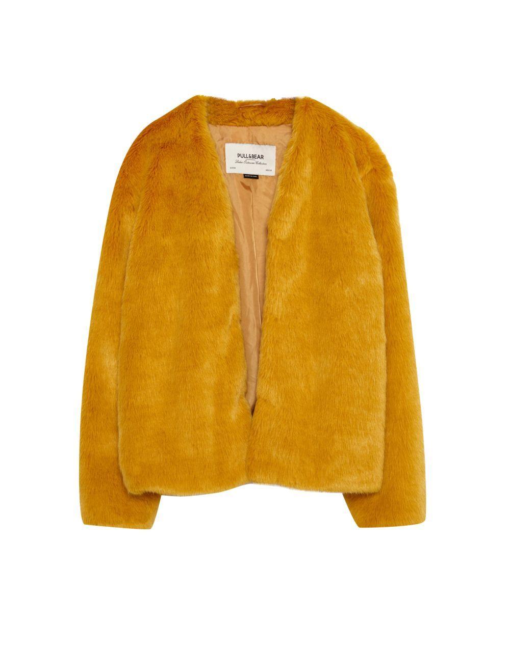 Chaqueta amarilla de Pull&Bear (35,99 euros)