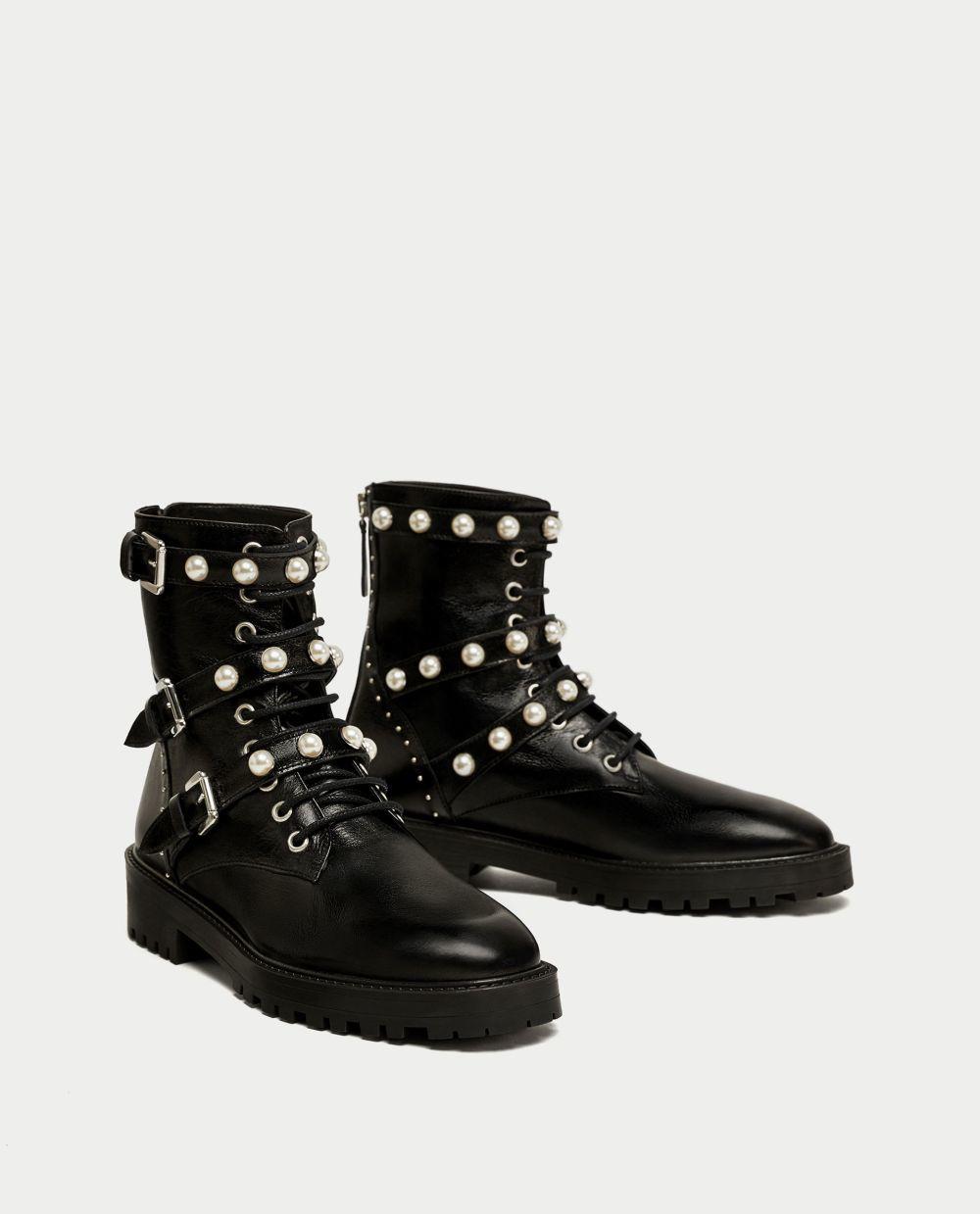 Botas con detalles de perlas de Zara (69,95 euros)