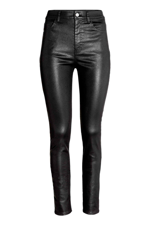 Pantalón efecto piel de H&M (24,99 euros)