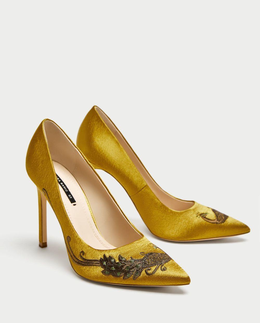Salones bordados en dorado de Zara (39,95 euros)
