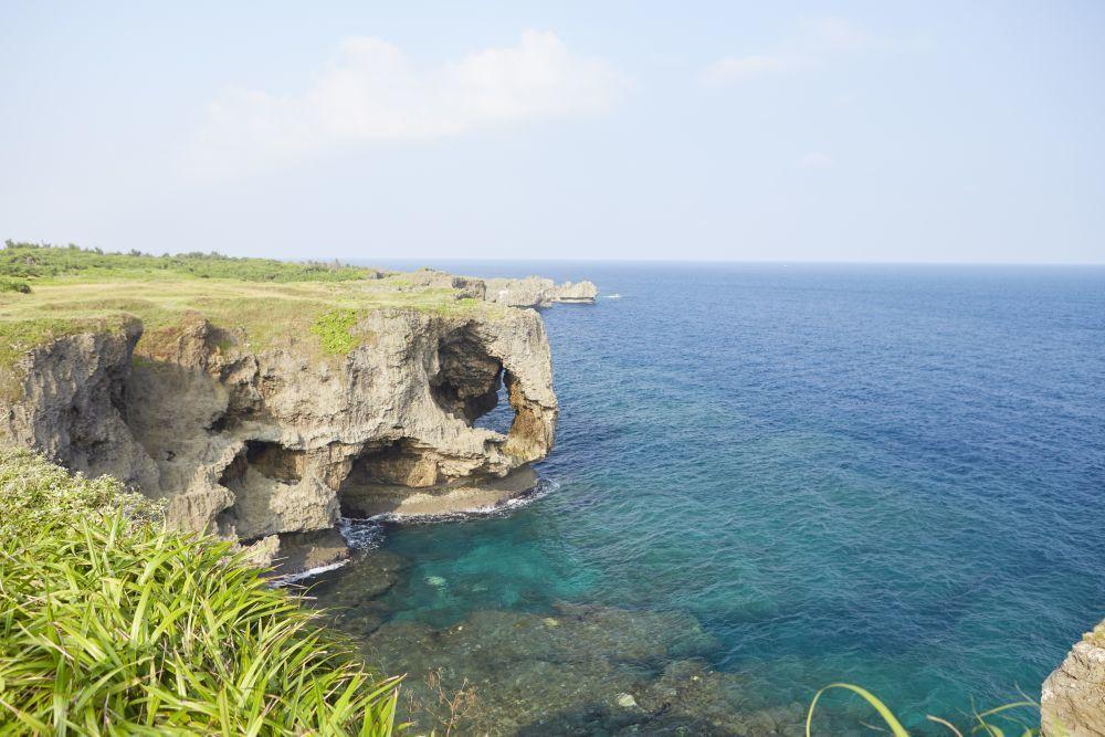 La isla principal de Okinawa está repleta de hermosos paisajes. En...
